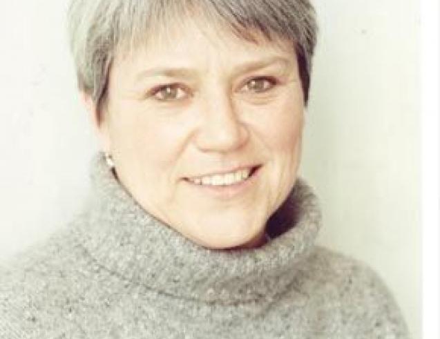 Tanya McCallin Colour Headshot